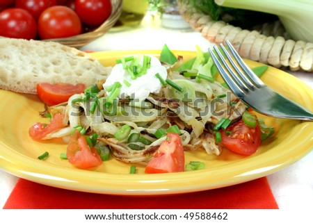 Fennel salad with cream cheese, tomatoes and spring onions