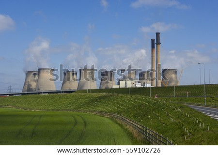 FERRYBRIDGE POWER STATION AND M62 MOTORWAY YORKSHIRE ENGLAND