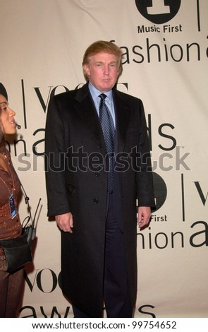 Financier DONALD TRUMP at the VH1/Vogue Fashion Awards in New York. 20OCT2000.  Paul Smith / Featureflash