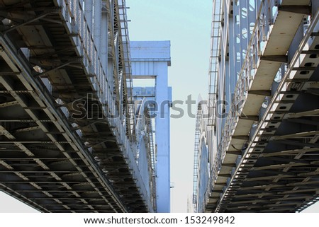 Finland railway bridge over the river Neva in St. Petersburg The main span of 44.7 m Over the crossing barrier 538,24 m The total length of the 1139 m Height of the arch over the water 10.5 m   - stock photo