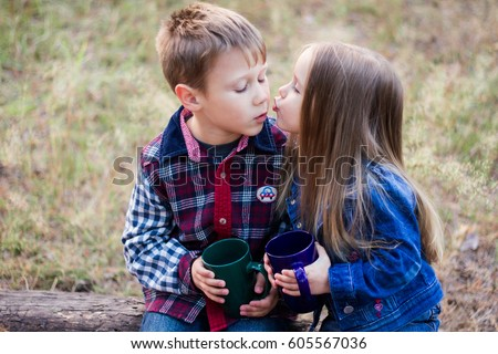boy and girl kissing № 663760