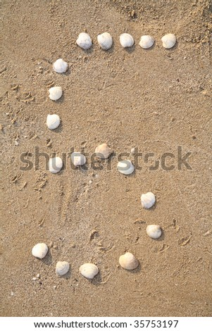 five digit symbol from shells in a sand