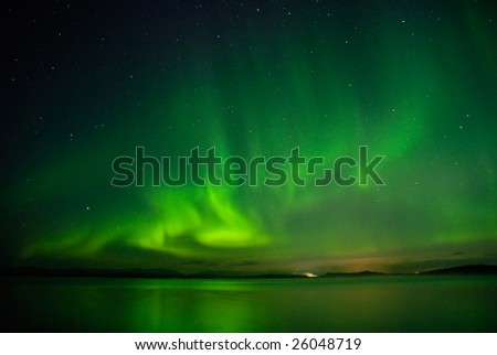 Flash of Aurora polaris above water