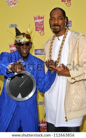 """Flavor Flav and Snoop Dogg at the """"Comedy Central Roast of Flavor Flav"""". Warner Brothers Studio Lot, Burbank, CA. 07-22-07 - stock photo"""