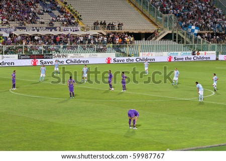 FLORENCE - AUGUST 30: The teams right before the match in Fiorentina vs Napoli, first day of the Italian Championship August 30, 2010 in Florence, IT