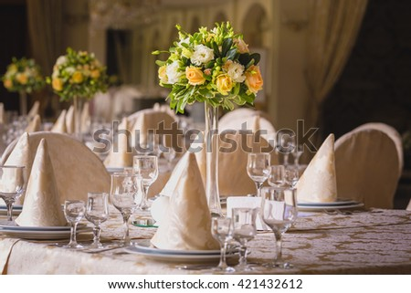 flower composition in the restaurant