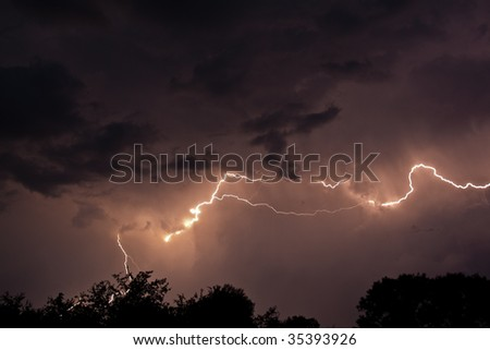 forked lightning in nigh sky (horizontal view)