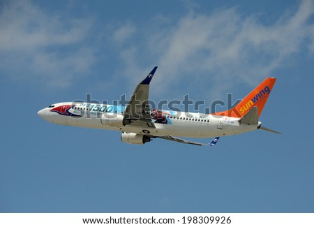 FORT LAUDERDALE - APRIL 19: Sunwing passenger jet arrives in Fort Lauderdale from Toronto on April 19, 2014. The airline carries thousands of tourists from Canada to Florida - stock photo