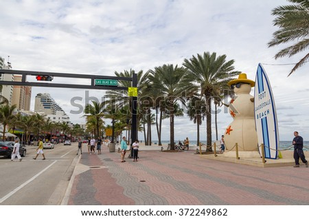 FORT LAUDERDALE, FL - JANUARY 13: Tourists strolling on Ocean Boulevard at Las Olas Boulevard in Fort Lauderdale, Florida on January 13, 2016 - stock photo