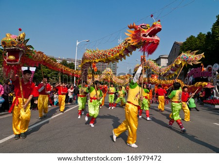 FOSHAN CITY-Dec 21: In order to meet the 2014 new year, dragon dance and lion dance teams performed at the Foshan square,attracted a large number of people to watch Dec 21, 2013 in Foshan, China - stock photo