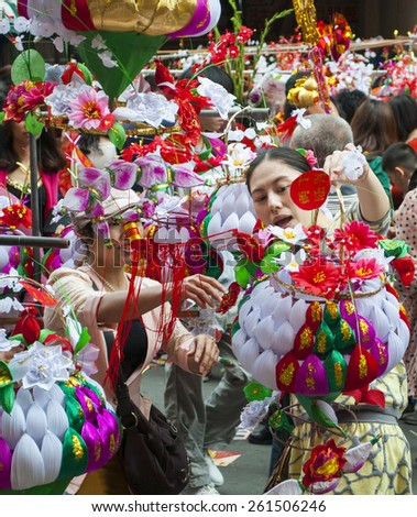 FOSHAN Feb 27:Chinese New Year, people go to the temple fair to buy a hang lanterns in the house, symbol of healthy and happy, this is the most busy place Feb 27, 2015 in Foshan, China - stock photo
