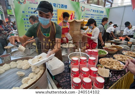 FOSHAN - Oct 25: agricultural products display and sale in Oriental plaza, 200 companies to participate in, the sale of health food, there are a lot of citizens to buy Oct 25, 2013 in FOSHAN, China - stock photo