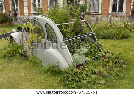 France, Boulogne sur mer, strange garden, cars vs nature
