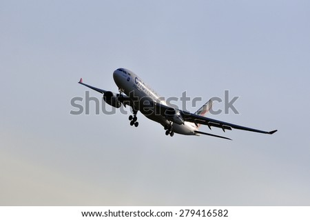 FRANKFURT,GERMANY-MAY 13:airplane of SriLankan Airlines above the Frankfurt airport on May 13,2015 in Frankfurt,Germany