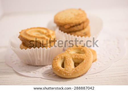 Fresh cookies on a white paper napkin