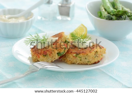Fresh home made crab cakes with creamy lemon dill sauce