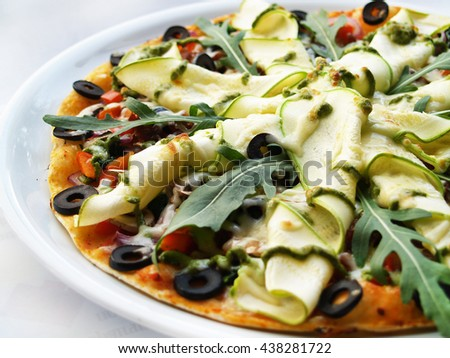 Fresh vegetarian italian pizza with vegetables on plate