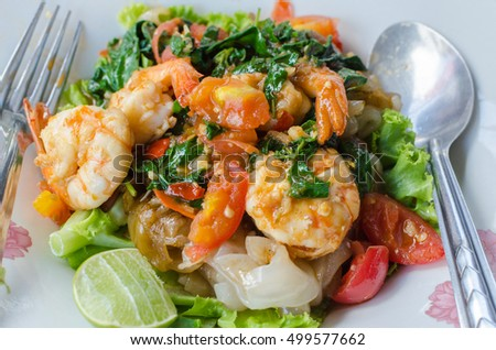Fried shrimp noodles Ready to eat Popular food of Thailand