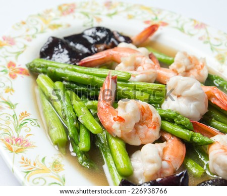 Fried shrimp / prawn with asparagus and vegetable in oyster sauce - stock photo
