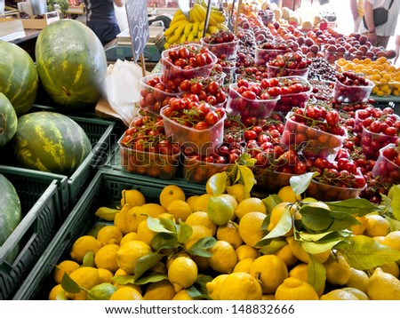 Fruit and vegetable market. Retail.