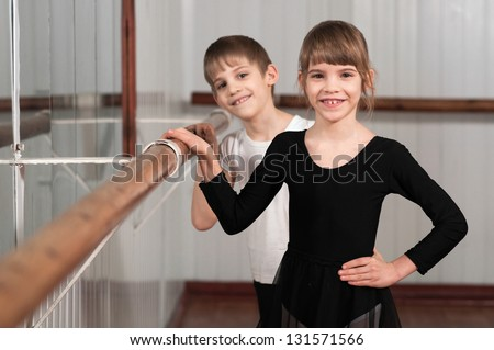 funny children standing at ballet barre