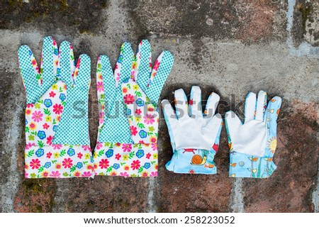 Garden gloves with flowers - big and small - stock photo
