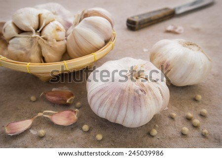 Garlic whole and cloves