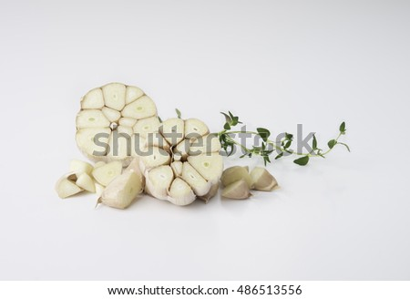 Garlics with fresh thyme