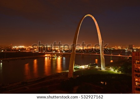 gateway arch in Saint Louis with blue sky at night time