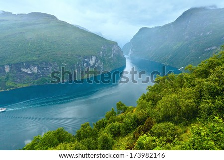 Geiranger Fjord (Norge) and waterfall Seven sisters view from above