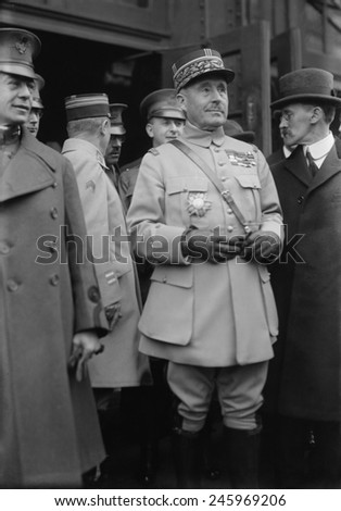 General Robert Nivelle replaced Joseph Joffre as French Commander-in-Chief in 1916. Nivelle promised politicians a fast victory (48 hours) by using artillery on an unprecedented scale.
