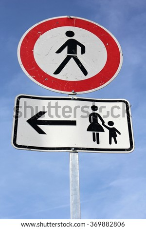 German road sign: no pedestrians - use pavement on left