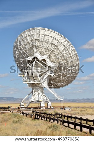 Giant radio telescope dish part of an array in the New Mexico desert