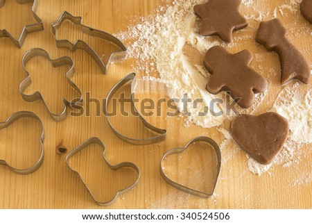 Gingerbread cookies and molds on the plank table.
