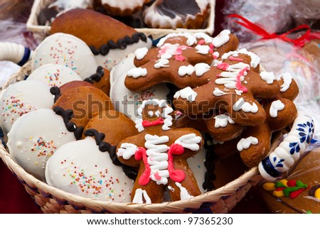 Gingerbread men and gingerbread hearts in wicked basket - stock photo