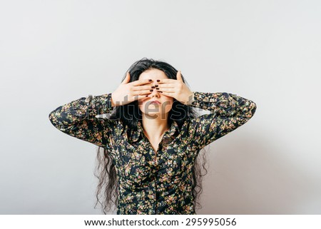 girl closes her eyes