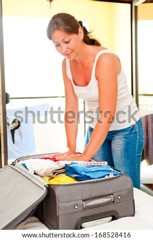 girl collects gently suitcase Sea