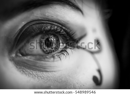 girl eye reflect in cage