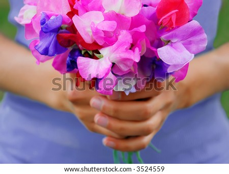Girl holding a bouquet of sweet peas - stock photo