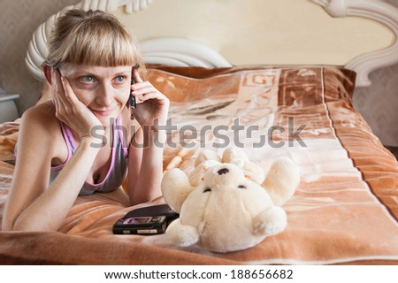 girl on the bed with telephone