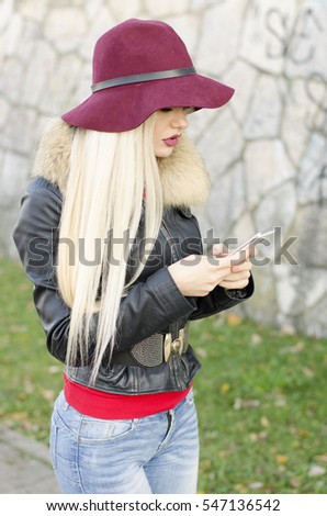 Girl portrait with mobile phone call someone