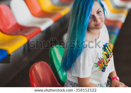 girl with blue hair in the stadium