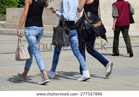 Girls are going to shopping