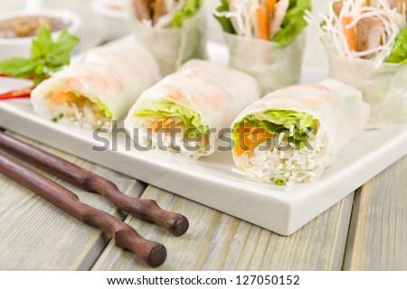 goi cuon vietnamese fresh summer rolls filled with prawns goi cuon ...