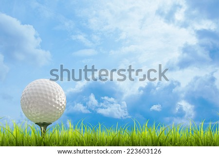 golf ball on green lawn  over a blue sky background. High resolution. 3D image