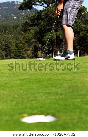 Golfer lines up for putt