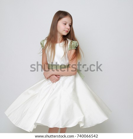 Gorgeous teen girl in a dress posing for a studio portrait/Teen girl dance in motion