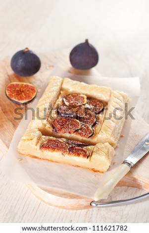 Gourmet puff pastry tart with figs, cheese and honey