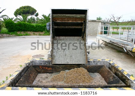 Gravel filtering in wastewater treatment