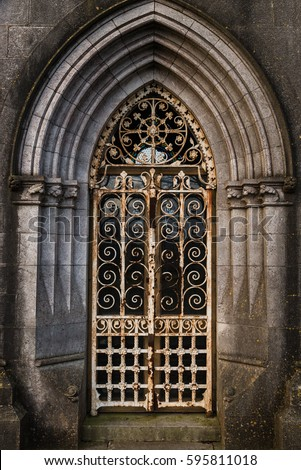 Graveyard tomb door Rusty locked gate archway & Graveyard Tomb Door Rusty Locked Gate Stock Photo (Royalty Free ...